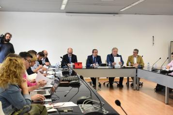 El consejero de Hacienda y Administraciones Públicas, Juan Alfonso Ruiz Molina, mantiene con los sindicatos de la función pública una reunión