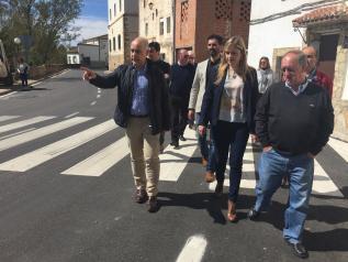 Elena de la Cruz visita el Ayuntamiento de Landete