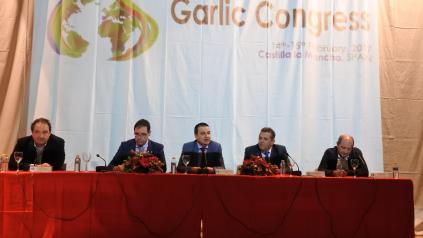 El Gobierno regional hace un llamamiento a las cooperativas del ajo de Castilla-La Mancha para que se integren comercialmente