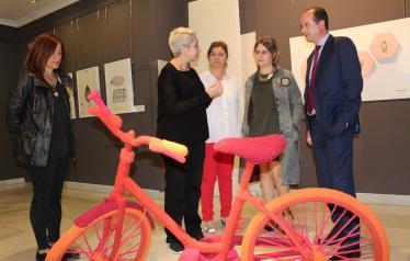"""El Gobierno regional destaca la importancia de visibilizar a las mujeres artistas """"para que la sociedad pueda aprovechar su talento"""""""