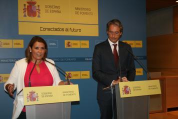 La consejera de Fomento, Agustina García Élez, se reúne con el ministro de Fomento, Iñigo de la Serna, y con el secretario de Estado de Infraestructuras, Transportes y Vivienda, Julio Gómez-Pomar.