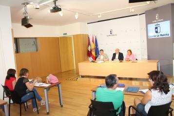Ruiz Santos en la sala de prensa de Casa Perona para informar del curso escolar