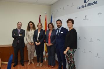 El Gobierno de Castilla-La Mancha firma un convenio de colaboración con CaixaBank para adherirse al programa Financia Adelante