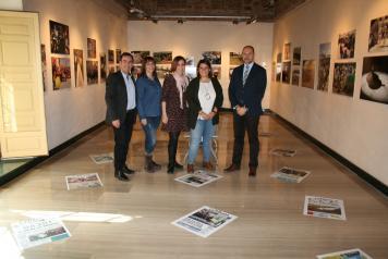 La consejera de Fomento visita la exposición conmemorativa del 20 Aniversario del diario La Tribuna en Talavera de la Reina