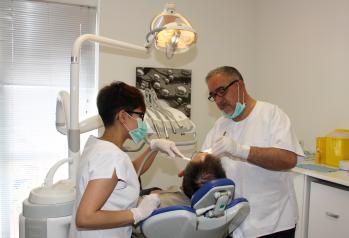 La Unidad de Salud Bucodental para pacientes con necesidades especiales de Alcázar ha realizado cerca de un millar de tratamientos en tres años