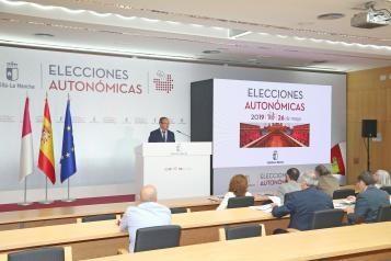 El consejero de Hacienda y Administraciones Públicas, Juan Alfonso Ruiz Molina, ofrece  una conferencia de prensa para presentar el dispositivo previsto para la celebración de las elecciones a las Cortes de Castilla-La Mancha