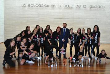 El Gobierno regional felicita a la asociación 'Danza Bedance' por los éxitos obtenidos animando a promocionar este deporte