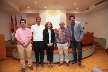 La viceconsejera de Administración Local y Coordinación Administrativa en funciones, Pilar Cuevas, presenta la digitalización que se ha llevado a cabo de la documentación de la Sociedad Protectora Recreativa de Mora