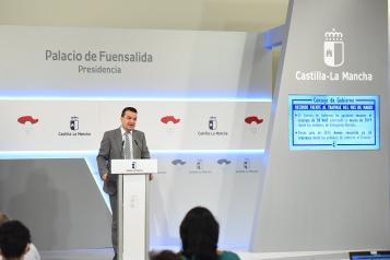 El consejero de Agricultura, Agua y Desarrollo Rural, Francisco Martínez Arroyo, informa de los acuerdos adoptados en Consejo de Gobierno relacionados con su departamento