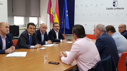El consejero de Agricultura, Agua y Desarrollo Rural, Francisco Martínez Arroyo, mantiene un encuentro con la Federación de Regantes de Castilla-La Mancha en la que se abordarán cuestiones de interés reg
