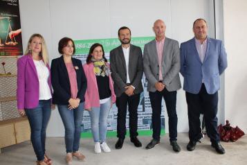 . El consejero de Desarrollo Sostenible, José Luis Escudero, visita a las asociaciones de personas consumidoras y de comercio justo en la Feria de Albacete