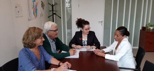 La delegada provincial de Sanidad en Toledo se reúne con la alcaldesa de Olías del Rey para abordar mejoras en el ámbito de la salud