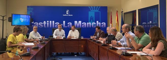 El Gobierno de Castilla-La Mancha informa a los vecinos de las acciones de retirada y sellado de amianto en el barrio del Polígono