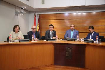 El consejero de Agricultura, Agua y Desarrollo Rural, Francisco Martínez Arroyo, comparece para trazar la estrategia política de la Consejería