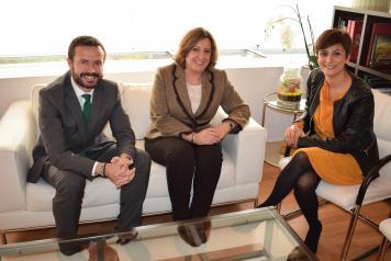 Reunión consejero de Desarrollo Sostenible y consejera de Economía, Empresas y Empleo con alcaldesa de Puertollano.