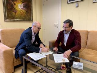 El Gobierno regional firma con el Ayuntamiento de Argamasilla de Alba el convenio que permitirá el arreglo del camino del Cirujano