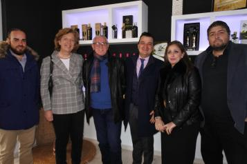 El consejero de Agricultura, Agua y Desarrollo Rural, Francisco Martínez Arroyo, visita la almazara de producción ecológica 'Torres de Medina'