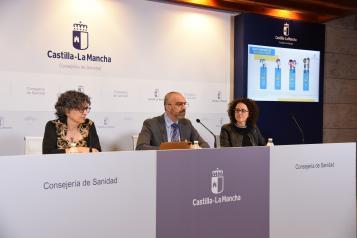 El director general de Salud Pública, Juan Camacho; la directora general de Atención Primaria, Natalia Valles; y la directora general de Cuidados y Calidad, Begoña Fernández, presentan el nuevo Calendario Vacunal Infantil