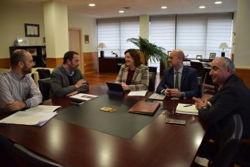 El Gobierno regional y el Ayuntamiento de Torrijos estudian las posibilidades para potenciar la promoción empresarial y turística de la localidad y su comarca