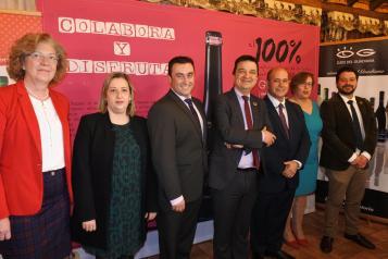 El consejero de Agricultura, Agua y Desarrollo Rural, Francisco Martínez Arroyo, asiste a la entrega de los XV Premios Nacionales 'Vinos Ojos del Guadiana'