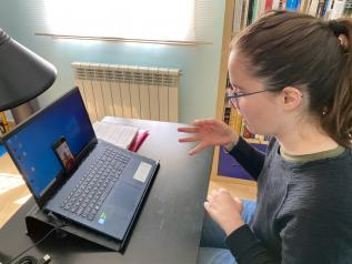 El Gobierno de Castilla-La Mancha mantiene mediante Video-Asistencia los servicios para el colectivo de personas sordas