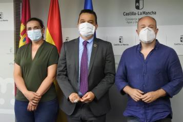 El consejero de Agricultura, Agua y Desarrollo Rural, Francisco Martínez Arroyo, mantiene una reunión con los representantes de los partidos Ciudadanos y PSOE en cumplimiento del pacto para la recuperación social y económica