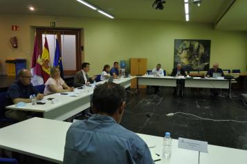 El consejero de Agricultura, Agua y Desarrollo Rural, Francisco Martínez Arroyo, preside la reunión del Consejo Agrario