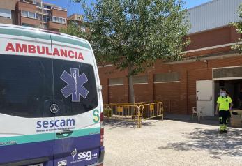 Las administraciones inician el traslado de los temporeros del asentamiento de Albacete desde la IFAB a nuevas localizaciones en grupos reducidos