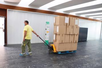 El Gobierno de Castilla-La Mancha ha enviado esta semana otro medio millón de artículos de protección a los centros sanitarios