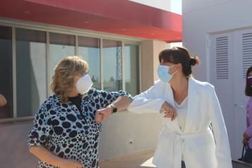 La consejera de Igualdad y portavoz del Gobierno regional, Blanca Fernández, visita en La Roda la empresa Rodacal Beyem S.L.