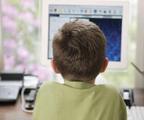 El Gobierno de Castilla-La Mancha previene a las familias sobre los riesgos de las nuevas tecnologías y el juego 'online'