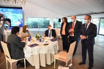 El vicepresidente de Castilla-La Mancha, José Luis Martínez Guijarro, y la consejera de Economía, Empresas y Empleo, Patricia Franco, asisten a un encuentro con empresarios para abordar los planes de recuperación de la Unión Europea.