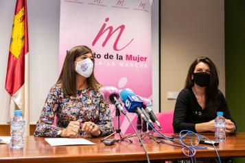 La directora del Instituto de la Mujer, Pilar Callado, presenta los estudios de investigación derivados de la Cátedra de Género Isabel Muñoz Caravaca