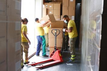 El Gobierno de Castilla-La Mancha ha enviado esta semana más de 100.000 de artículos de protección a los centros sanitarios