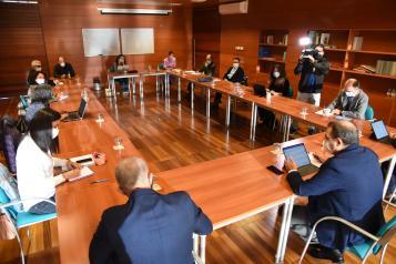 El consejero de Sanidad, Jesús Fernández Sanz, preside una reunión de seguimiento del nuevo estado de alarma en Castilla-La Mancha