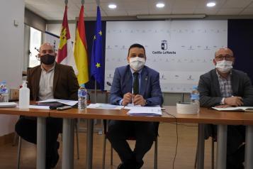 El consejero de Agricultura, Agua y Desarrollo Rural, Francisco Martínez Arroyo, preside la tercera reunión de la Mesa Regional del Agua de Castilla-La Mancha