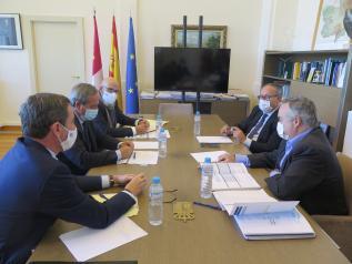 Gobierno regional y Cecam ponen en valor que el presupuesto para 2021 no incremente la presión fiscal, cumpliendo el compromiso adquirido con los agentes económicos y sociales
