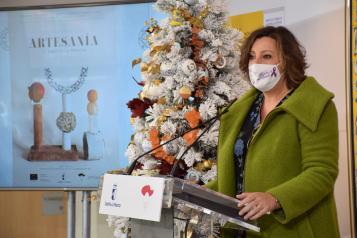 La consejera de Economía, Empresas y Empleo, Patricia Franco, presenta la campaña regional de promoción de la artesanía en Navidad