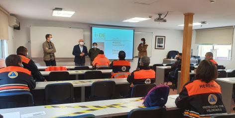 Una veintena de voluntarios de Protección Civil de Castilla-La Mancha recibe formación sobre el riesgo eléctrico