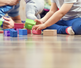 El Gobierno de Castilla-La Mancha intensifica el seguimiento a un millar de niños y niñas y sus progenitores en los Puntos de Encuentro Familiar