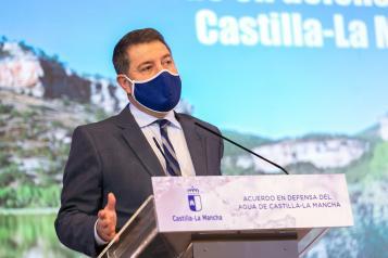 El jefe del Ejecutivo autonómico, Emiliano García-Page, preside el acto de la firma del Acuerdo en Defensa del Agua de Castilla-La Mancha