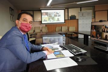 El consejero de Agricultura, Agua y Desarrollo Rural y presidente de la Fundación Dieta Mediterránea, Francisco Martínez Arroyo, preside la reunión del Patronato, que se realizará de manera virtual.