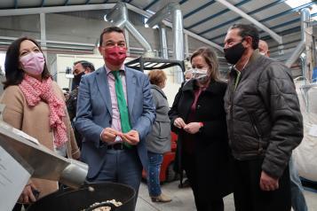 El consejero de Agricultura, Agua y Desarrollo Rural visita la Sociedad Agraria de Transformación 'Ecopistacho'