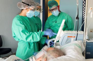 Castilla-La Mancha continúa reduciendo el número de hospitalizados por COVID, tanto en cama como en UCIS