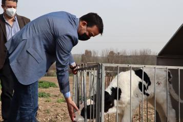 El consejero de Agricultura, Agua y Desarrollo Rural visita la finca 'Cantarranas'