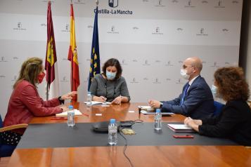 Banco Santander traslada al Gobierno regional su propuesta para anticipar la financiación a las empresas en las convocatorias estatales de los fondos Next Generation
