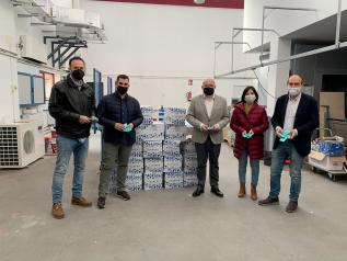 Acto de entrega de 50.000 geles hidroalcohólicos a la APEHT