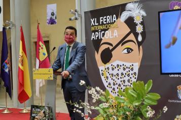 El consejero de Agricultura, Agua y Desarrollo Rural, Francisco Martínez Arroyo, inaugura la XL Feria Apícola de Pastrana