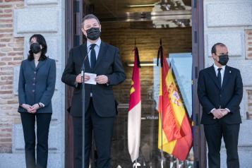 l presidente de Castilla-La Mancha participa en el homenaje que las Cortes regionales rinden a Jesús Fernández Vaquero