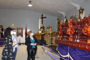 La delegada de la Junta confía en que el de hoy sea el último Domingo de Resurrección que los castellano-manchegos celebran sin procesiones